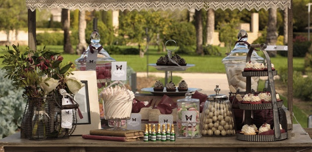 Mesas de dulces y chucher as lazos y corbatas for Fotos de mesas de chuches para bodas