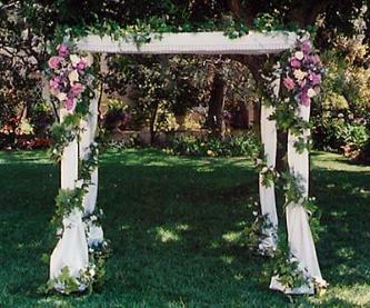 decoracion bodas jardines altares al aire libre con flores