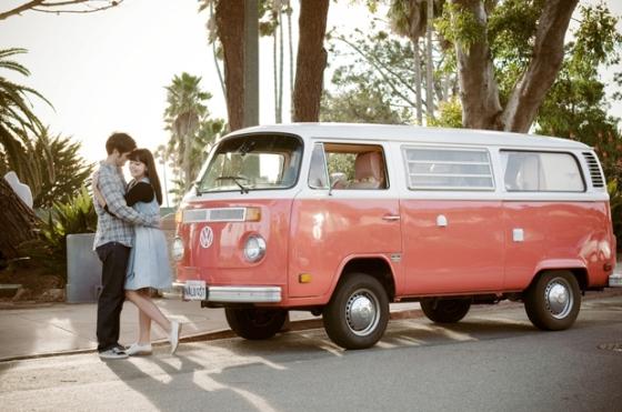 plan romantico con furgoneta vintage. celbracion especial de aniversario furgoneta vintage