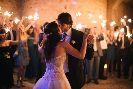 Baile novios con bengalas